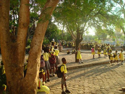 Arrivée des élèves du primaire et du jardin d'enfants