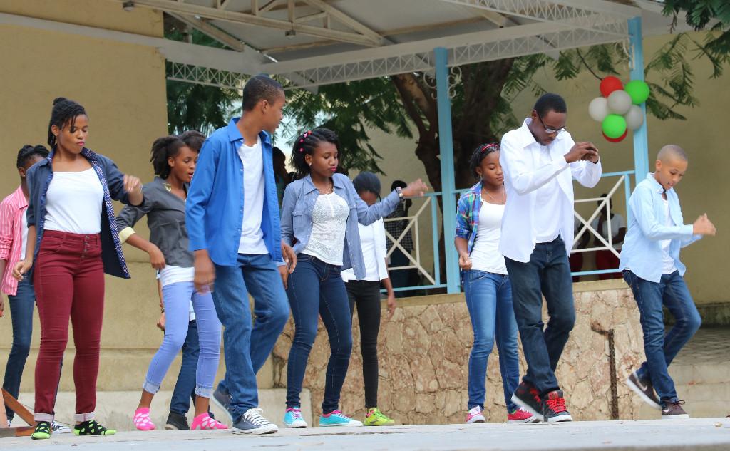Danse avec les élèves de la 9ème AF A