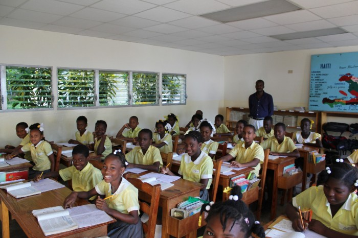 classe de la section primaire avec M. Plonquet