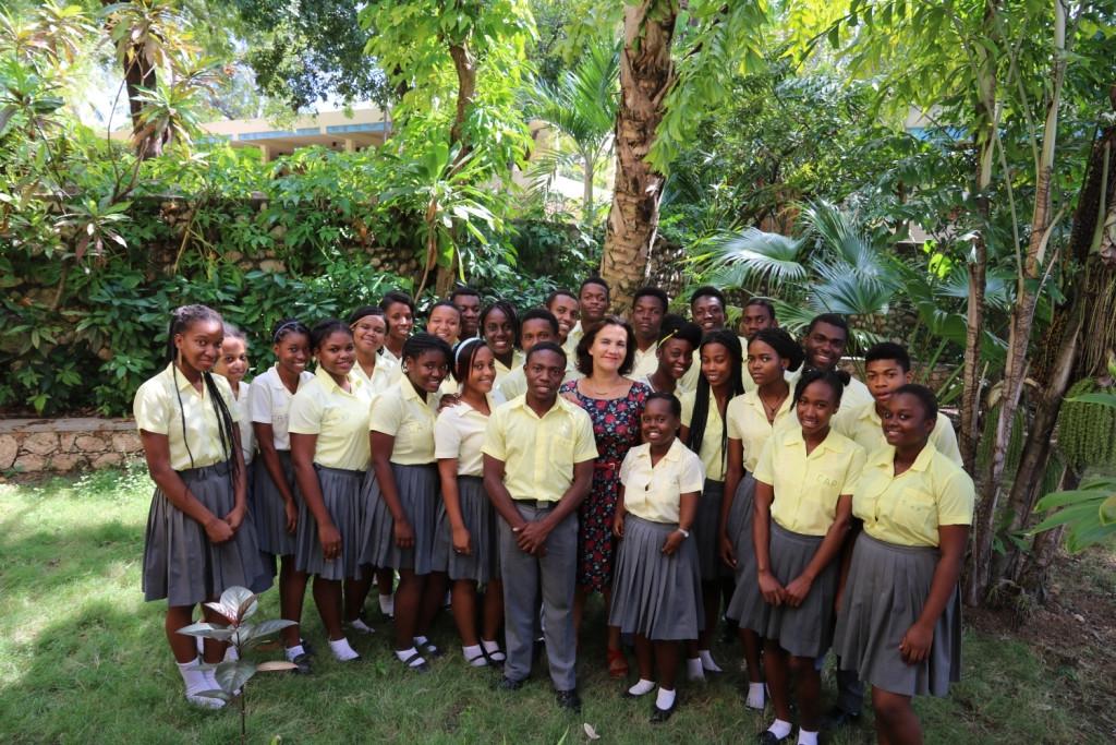 Les élèves de la classe terminale avec l'Ambassadeur
