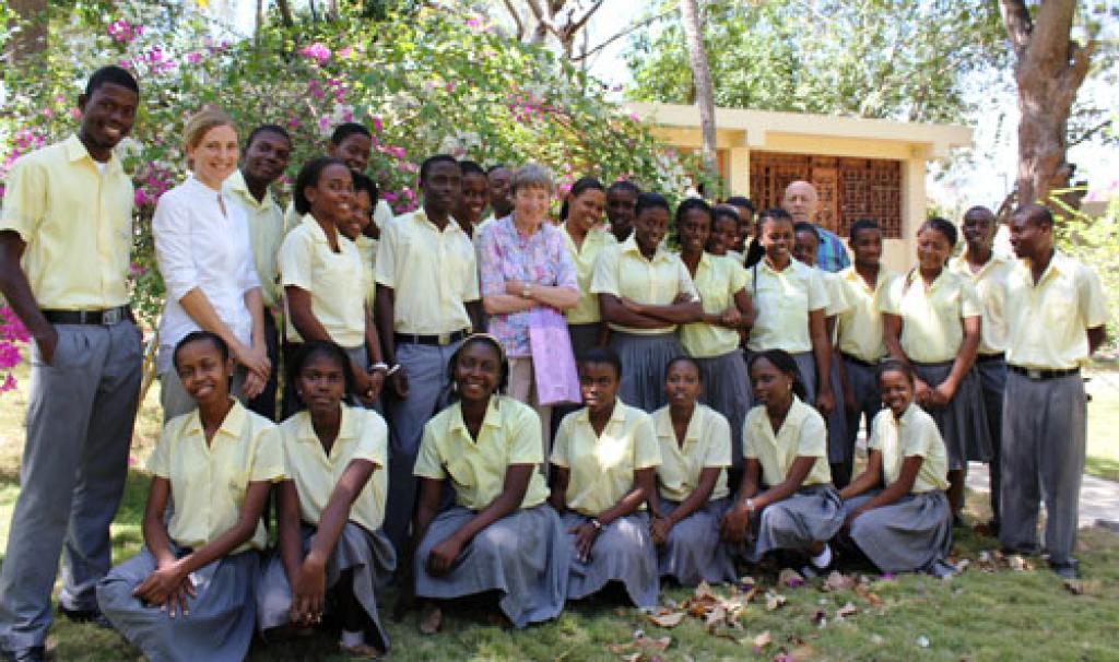 Mme Rossillon, Mlle M Bonne et la promo 2010-2011