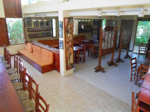Vue générale de la bibliohèque de la section secondaire