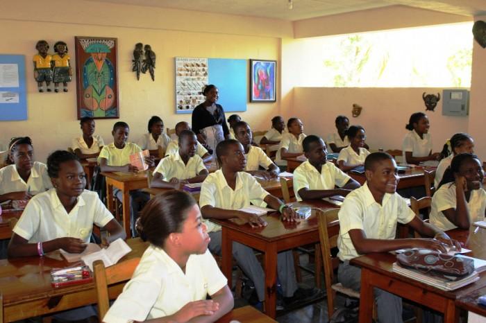 classe de la section secondaire avec Mme Michel